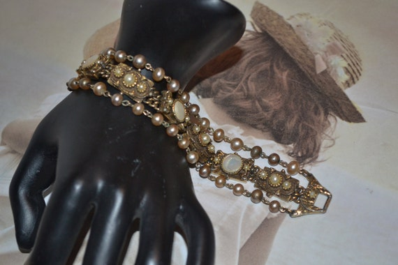 Mother of Pearl and Gold Tone Vintage Bracelet