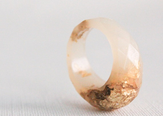 pale peach size 8 multifaceted eco resin ring with suspended gold flakes
