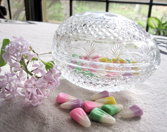 Mother's Day lead crystal glass egg by Fostoria for Avon, candy dish, soap dish, jewelry holder, lidded bowl, vintage 1977 gift for mom