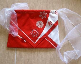 Silk Three Pocket Purse - showflake Print