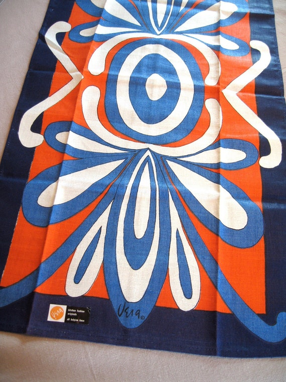 Swirly red white blue Vera WT.  Vtg kitchen or tea towel, linen. Excellent condition.