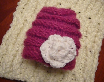 Loom Knit Banded Hat for baby. PATTERN Banded Beanie with 4 point flower top.