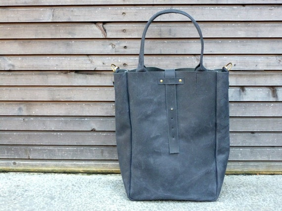 SALE Vintage look waxed leather bag/weekend bag in black COLLECTION UNISEX