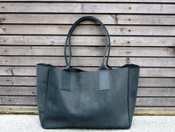 SALE Vintage look waxed leather bag  in black COLLECTION UNISEX