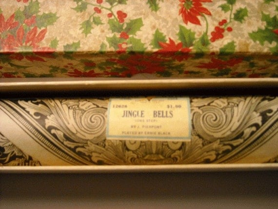 Vintage Christmas Poinsettia Box - Jingle Bells Vocalstyle Song Roll