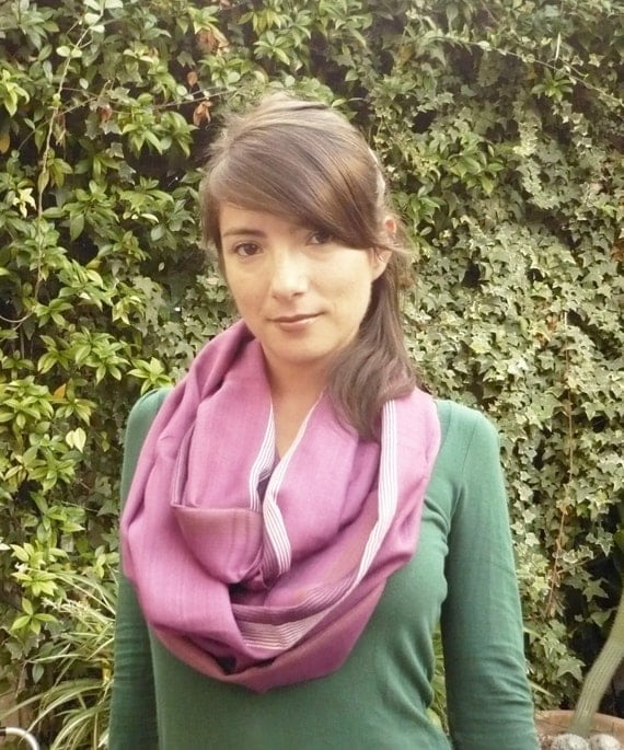 lnfinity  loop scarf.. soft.. , circle  delicade colors.Scarve ,. Lilac mauve..Accessories Ideal....VI
