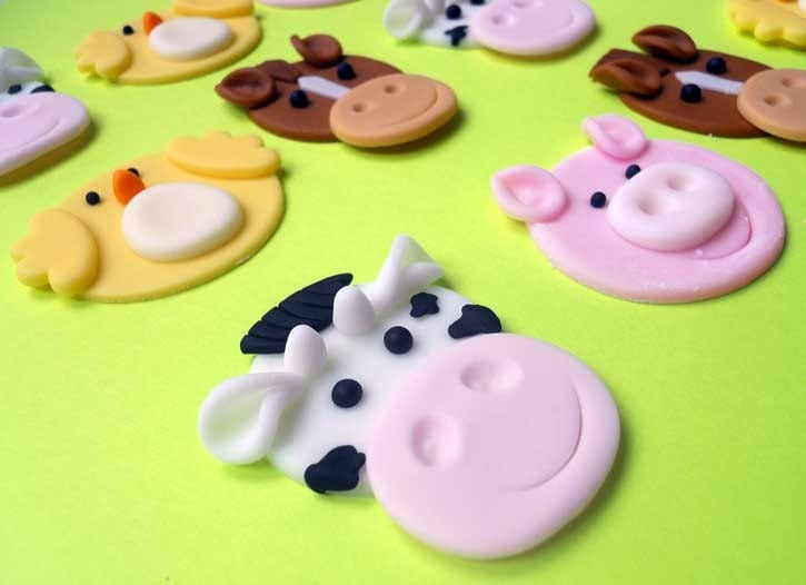 12 farm animals edible cupcake toppers for Animal print edible cake decoration