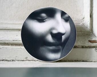 L'Inconnue de la Seine Original Mask Medium Round Wood Block