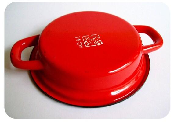 red enamel  dishes - petit plat en email