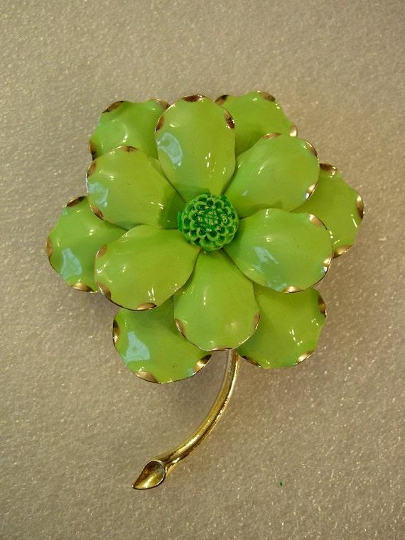 Vintage  Gold Tone Metal Green Enamel Flower Brooch Pin Costume Jewelry