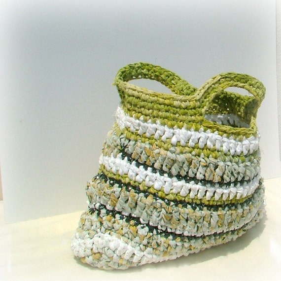 Large beach rag bag crocheted in white, yellow and green cotton yarns