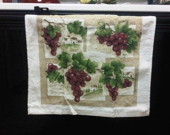 Won't Fall Off Kitchen Hand Towel - Grapes