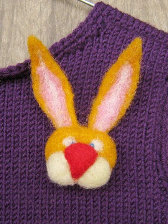 Bunny brooch - needlefelted sculpture
