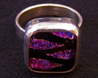 "Ring Magenta Pink & Black Dichroic Glass Sterling Silver - Marquise Darts Triangles Zig Zag Fused Glass Cabochon 1/2"" 12mm"