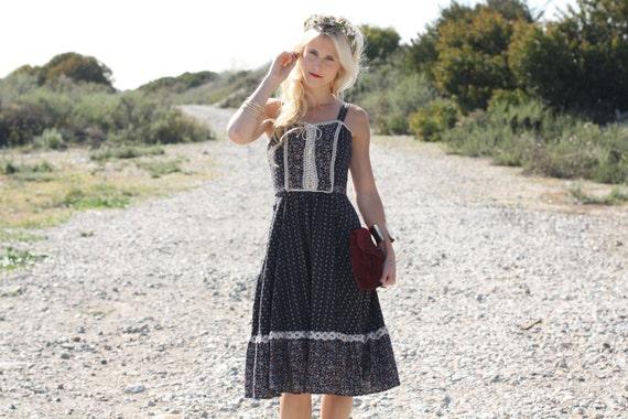 VTG 70s Black Floral Hippie Boho Sun Dress w/ Lace Trim S/M