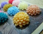 10pcs 20mm Mixed Lovely Beautiful Resin chrysanthemum Flower Cameo Cabochon Base Setting Pendants Charm Pendant d551