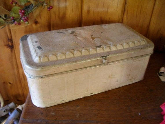 SaLe Shabby Old Antique 1920's TIN Breadbox Rustic Kitchen Collectible