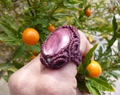 SPONDYLUS natural shell dark purple micro MACRAME RING