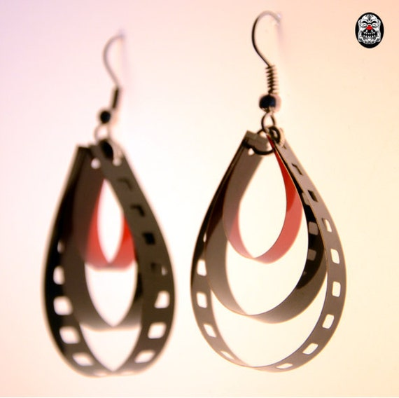 Unique earrings made of 35 mm movie Film - Collection : Black and Red Serie / Boucles d'oreilles en pellicule 35 mm