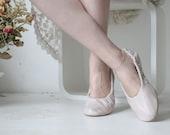 Soft leather urban ballerinas. Thistle.