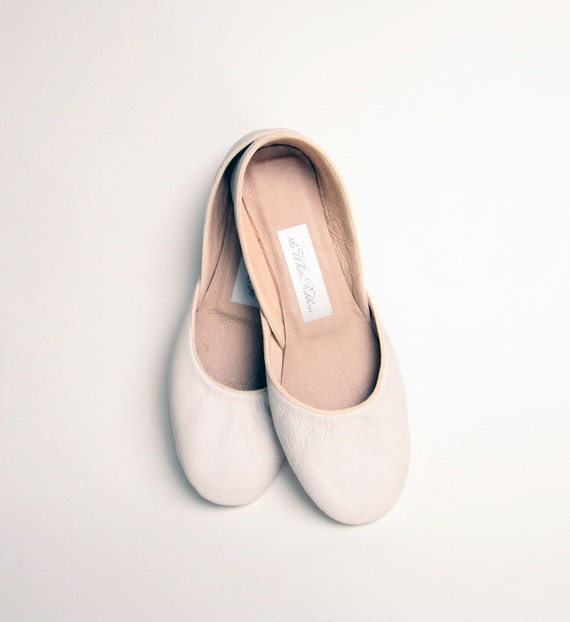 reserved for dogfeet....NEW. Soft Leather Ballet Flats. Ivory. Narrow.
