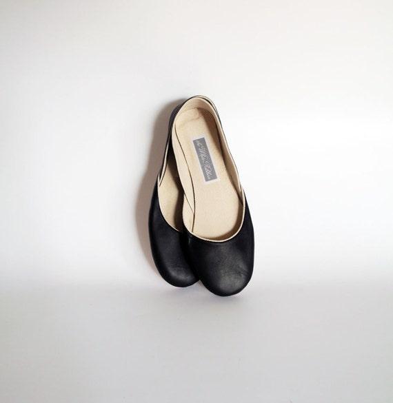 custom ilsting for Janice...new. Soft leather ballet flats. Oxford black.