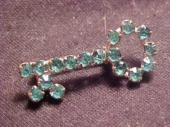 LOVELY Prong Set Rhinestone Key Pin VINTAGE