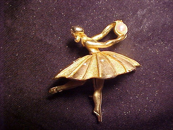 BEAUTIFUL Goldtone Ballerina Pin w/ Faux Pearl VINTAGE