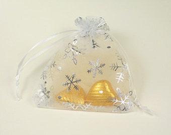 White Christmas Wedding Favor Bag- Ideal for christmas weddings, New Years Eve, Christmas parties, Jewelry