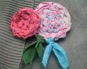 Brooch hair clip flower circle fabric crochet upcycled recycled textile tarn pink green  shirt hat scarf fun gift eco friendly girl