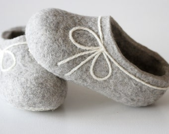 Hand made Felted Wool Slippers for Women's. Light Gray with  White Bow decor. Size EU 38 ready to ship!