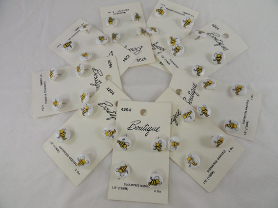 Bumble Bee Buttons, New on card, Lot of 36, Novelty Shank Buttons