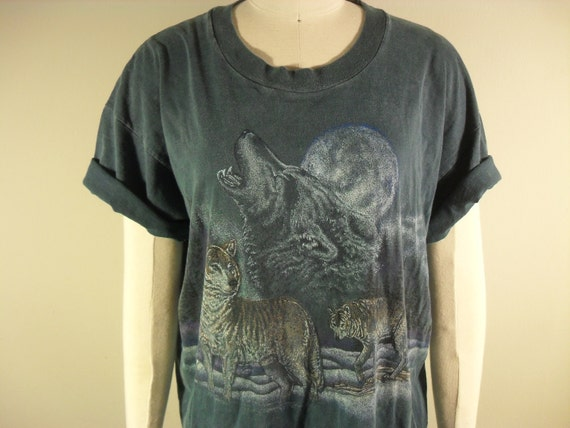 SALE/// WAS 26.00 NOW 18.00/// unisex 90s greyish green tee with wrap around howling wolves graphic