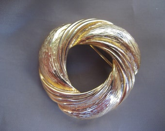 Chunky Gold Tone Circle Pin - Brooch - Mad Men
