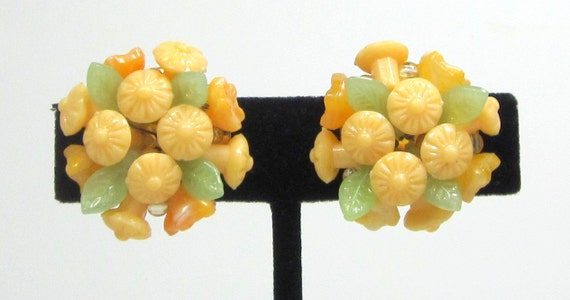 Vintage Plastic Flower Earrings Made in Hong Kong Clip On