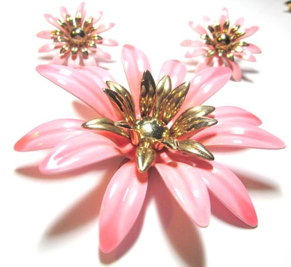 "Vintage Sarah Coventry Pink ""FASHION PETALS"" 1960s Brooch and Earrings"