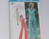 Vintage 1970s Wrap Jacket/Jumper and Pants Simplicity Pattern 7337