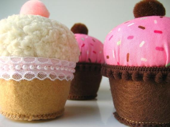 Kawaii Plush Cupcakes Fabric Felt Bean Bag Plushies Zakka Inspired Decorations SPRINKLES & CREAM