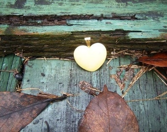 Vintage Shop 1970 Antique Cream Ivory Heart Pendant