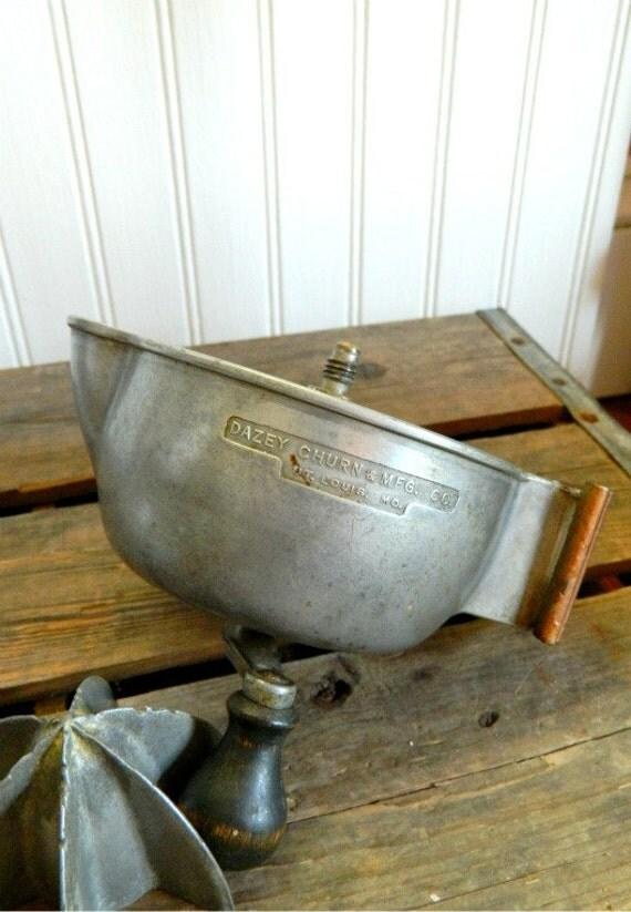 Vintage Dazey Super Juicer Aluminum with Wooden Knob