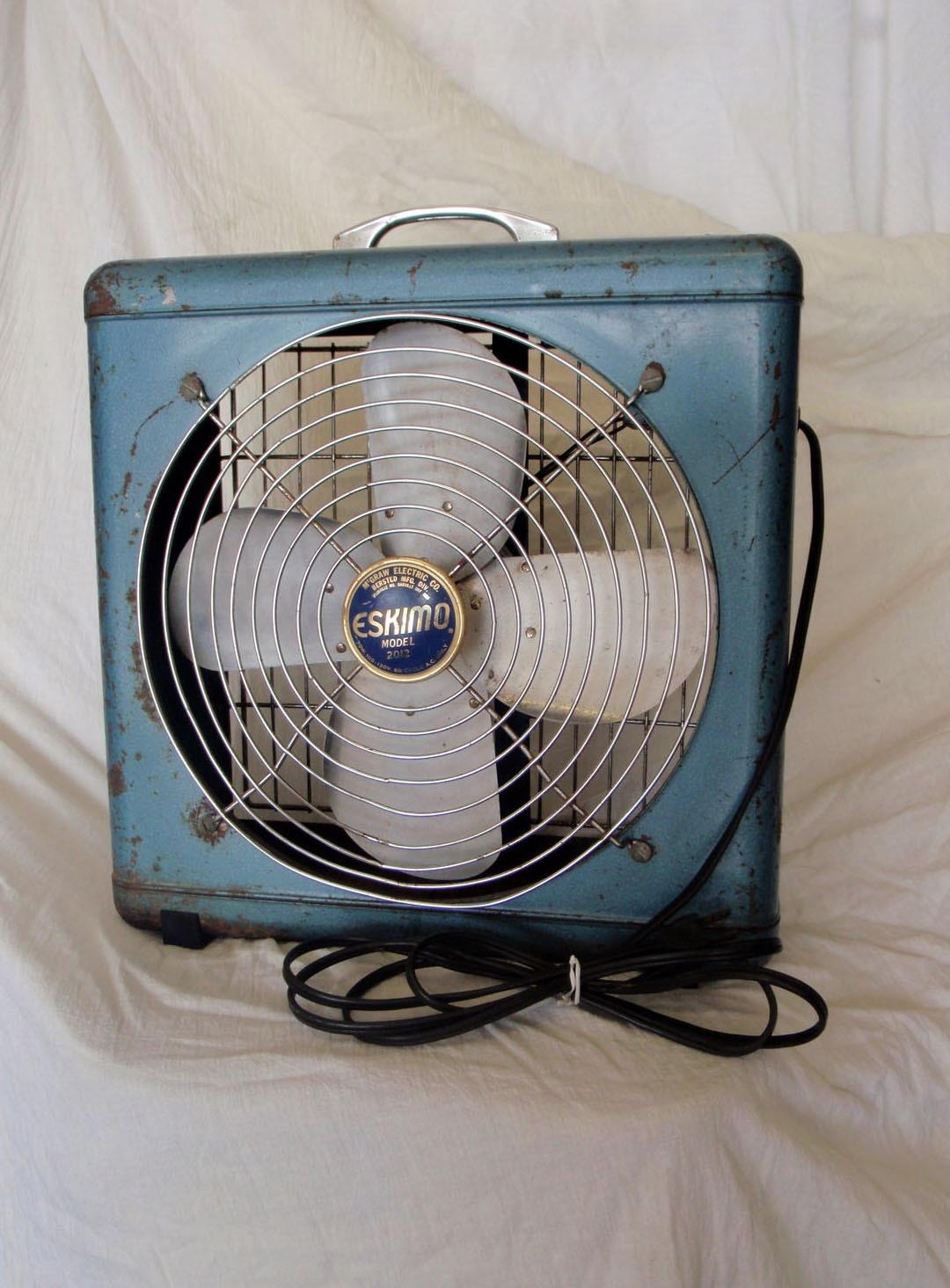 Eskimo Model 2012 Vintage Box Fan Teal Blue Works Great