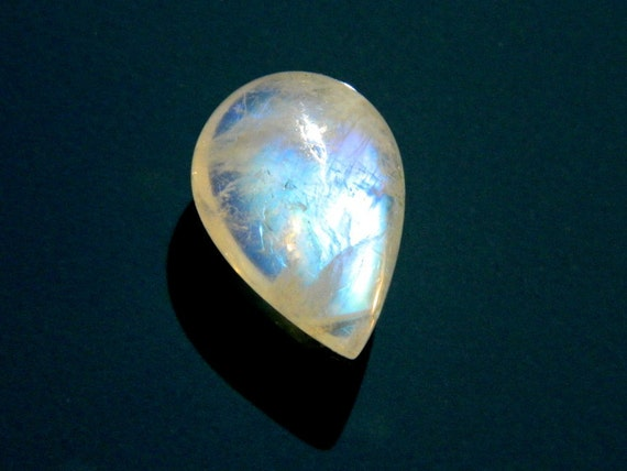Focal AAA Rainbow flash Moonstone smooth pear briolette full of blue flashes 17mm x 12mm