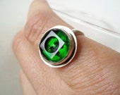 Button Cocktail Ring- Green Emerald Forest Chunky Vintage Glass