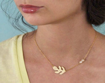 Oak leaf necklace gold plated with cube pearls.