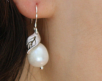 Juicy. silver plated leaf with freshwater pearl