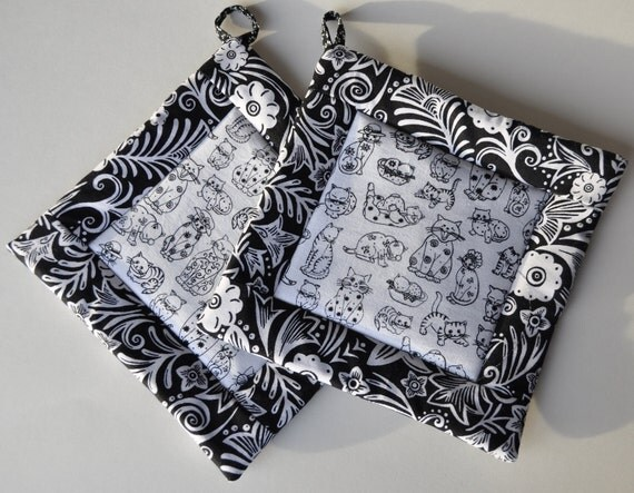 Quilted Potholders (Pair) Black & White Cats