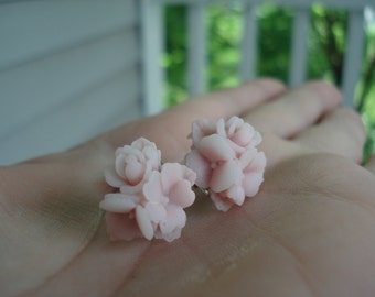 Vintage Star Flower Bouquet 2-Tone Lilac and Frosty White Cabochons Stud Pierced Earrings