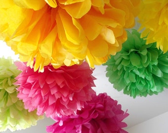 Mothers day decor ... 12 tissue paper pomPoms... Spring celebrations // party decorations // birthday party // weddings