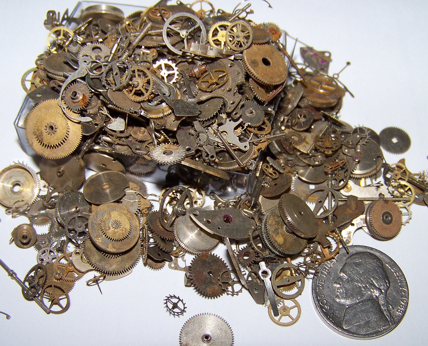 Vintage watch pieces steampunk gears decorative sample for Antique decoration pieces