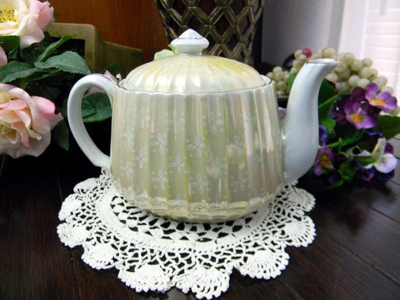 Delightful Tea Pot - 2 Cup Pearlized Chintz Teapot Unmarked 8034